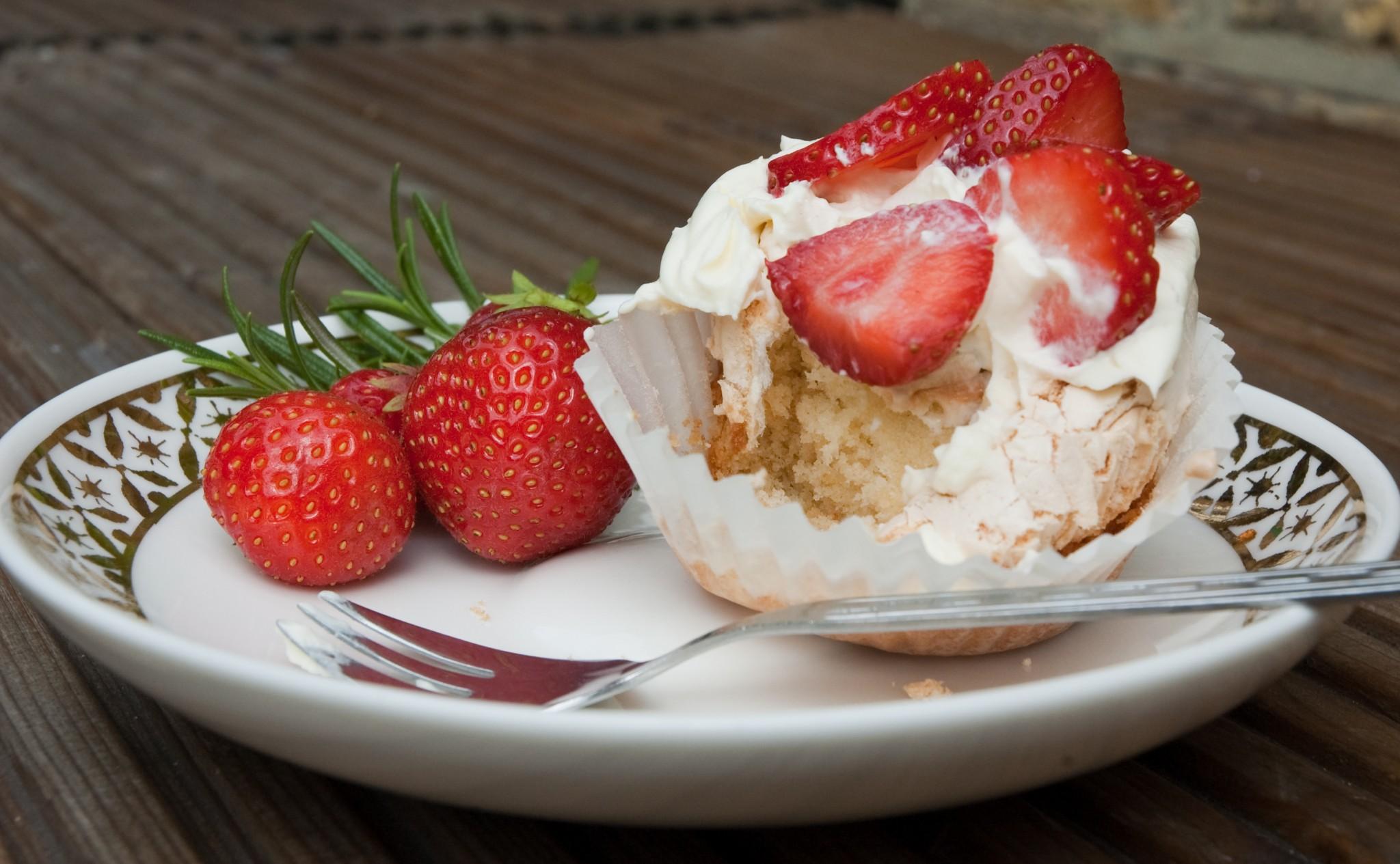 Strawberry and Chocolate Meringue Cupcakes - Urvashi Roe