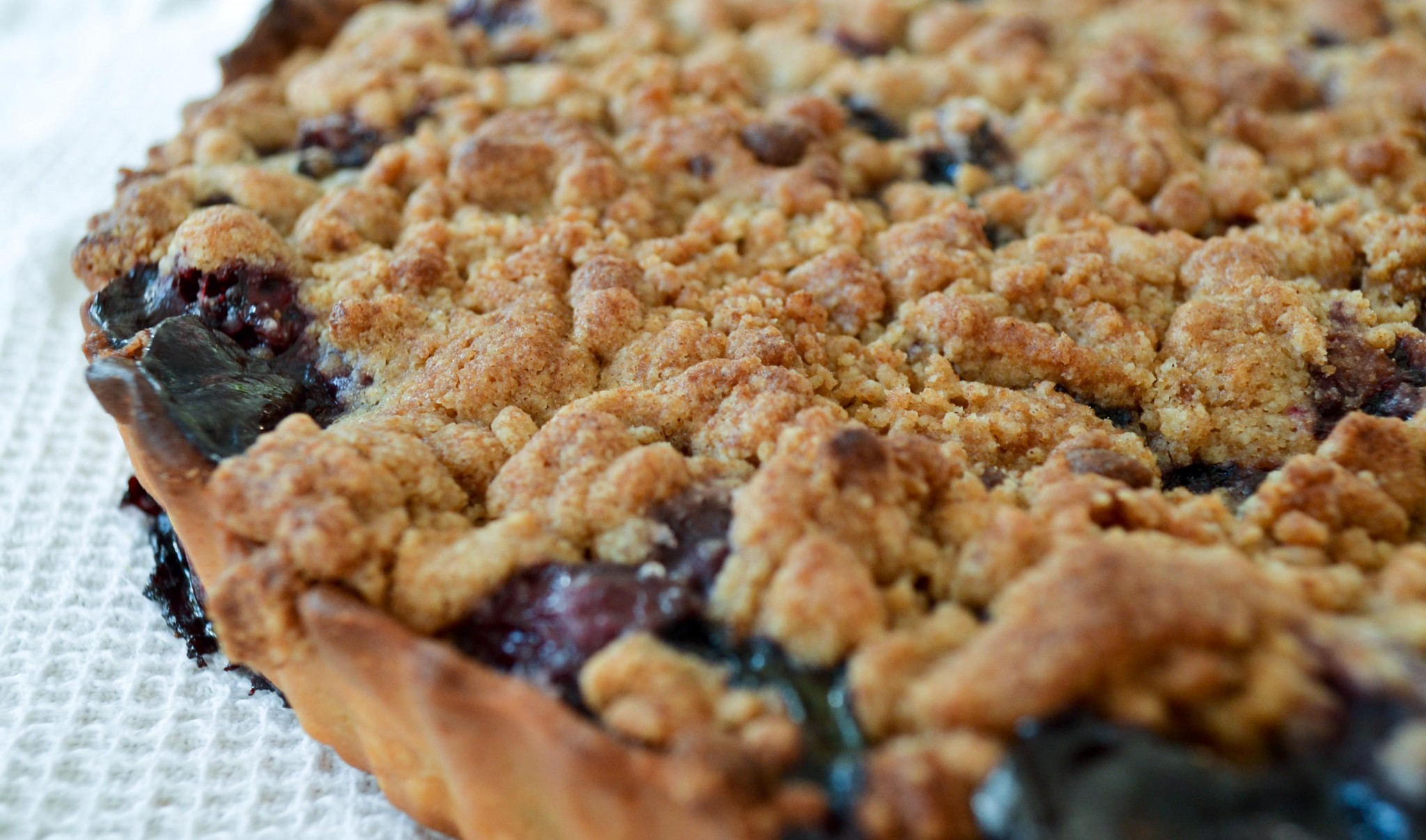 blackberry crumble tart
